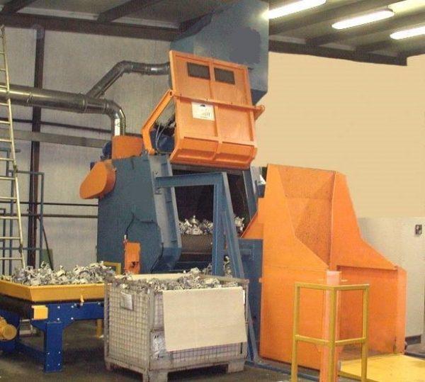 GH rubber belt shot blasting machine for spareparts, complete machine opened door and unload parts