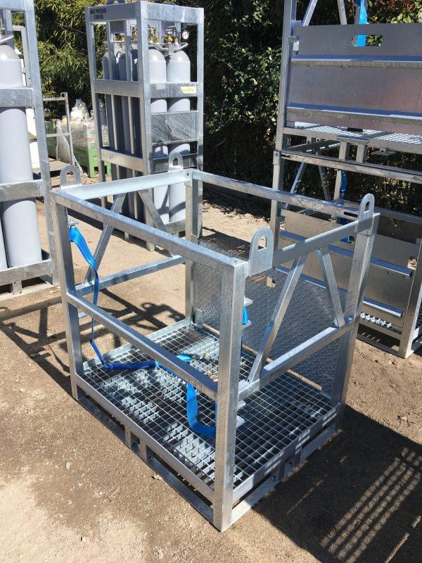 Metal gas cylinder transportation palette with walking grid bottom