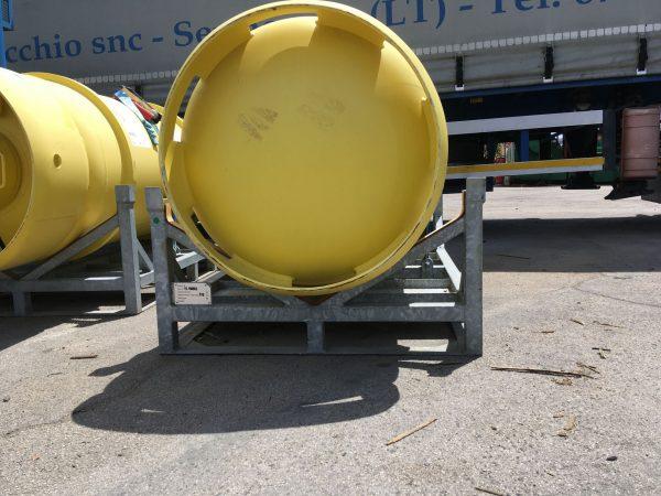Sella HV fém kaloda nagy tartályok részére. Klór hordó, halon hordó, hűtőgázok tartályainak szállítása tárolása, targoncázható módon.