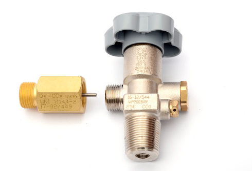 Residual pressure valve (RPV) with fillling adapter B
