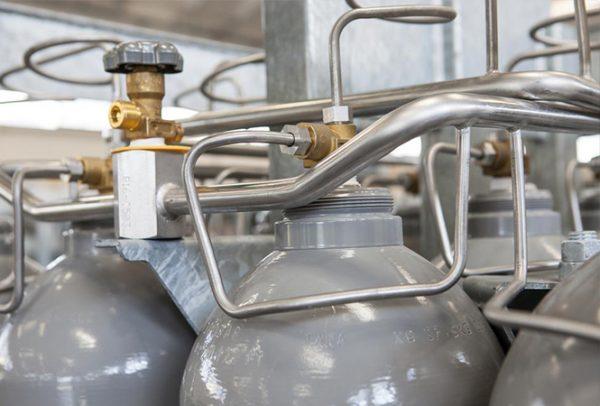 manifold on a gas cylinder bundel
