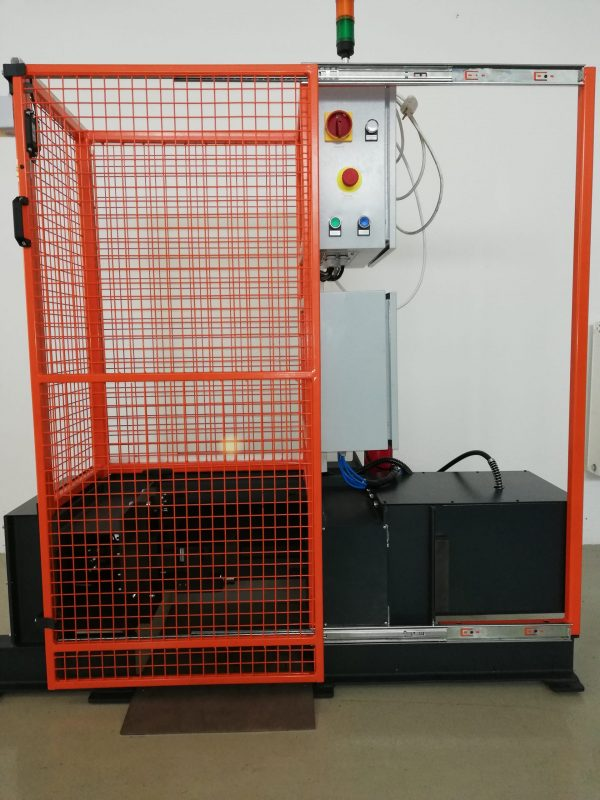 Gas cylinder scrapping machine closed door